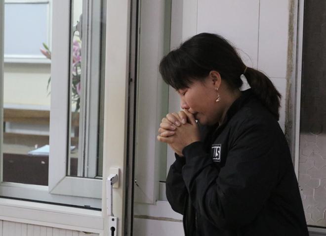 Bệnh viện Việt Đức chật cứng bệnh nhân pháo nổ và tai nạn giao thông - Ảnh 2
