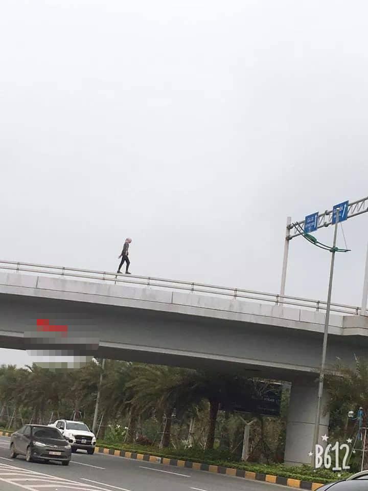 """Nhân chứng vụ cô gái quốc tịch Mỹ rơi từ cầu vượt xuống đất: """"Bỏ lại quần áo trước khi tự rơi xuống"""" - Ảnh 1"""
