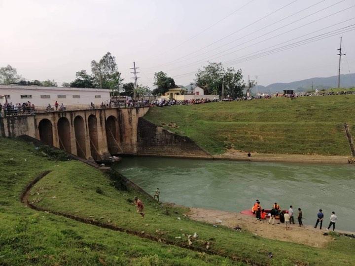 Đóng cống Mụ Bà, ngăn dòng nước để tìm thi thể cô gái nhảy sông tự tử - Ảnh 1