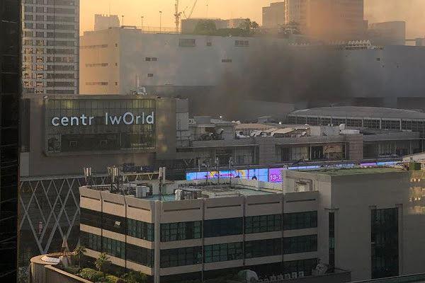 Chùm ảnh: Cháy kinh hoàng tại trung tâm mua sắm Central World của Bangkok - Ảnh 4