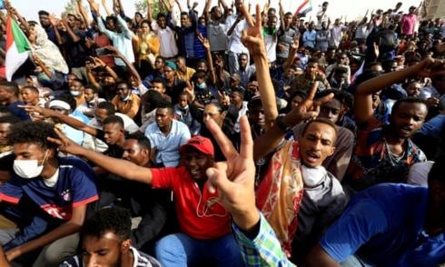 Quân đội Sudan đảo chính, bắt giam Tổng thống Omar Al-Bashir - Ảnh 2