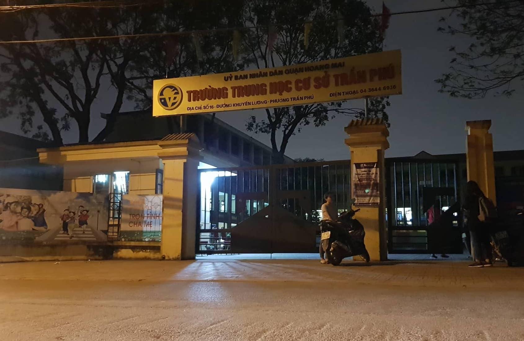 """Thầy giáo bị tố dâm ô nhiều nam sinh ở Hà Nội """"nhận là chỉ xoa đầu, khen ngợi các em""""? - Ảnh 1"""
