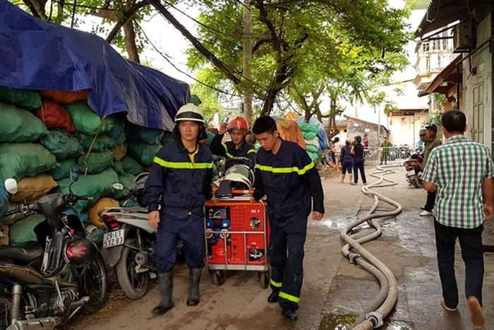 Hà Nội: Cháy 4 nhà xưởng rộng hàng nghìn mét vuông, 8 người chết và mất tích (Cập nhật) - Ảnh 1