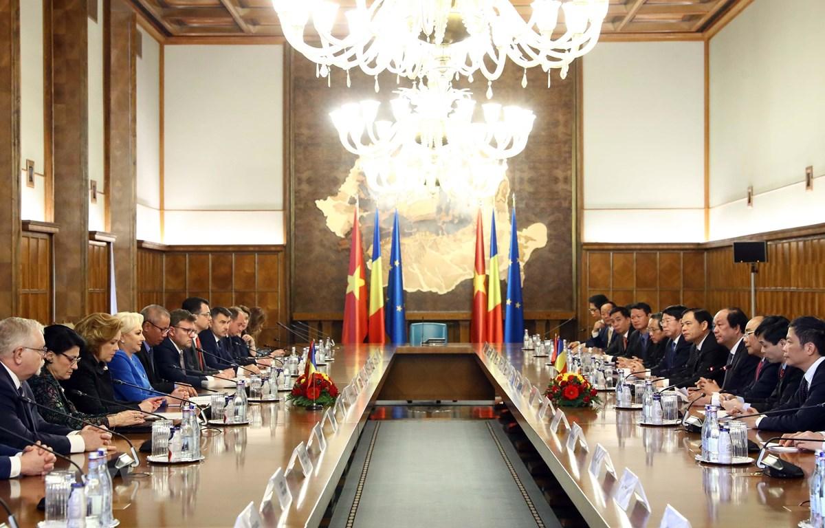 Thủ tướng Nguyễn Xuân Phúc hội đàm với Thủ tướng Romania - Ảnh 1