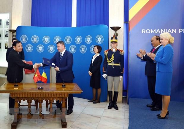 Thủ tướng Nguyễn Xuân Phúc hội đàm với Thủ tướng Romania - Ảnh 2