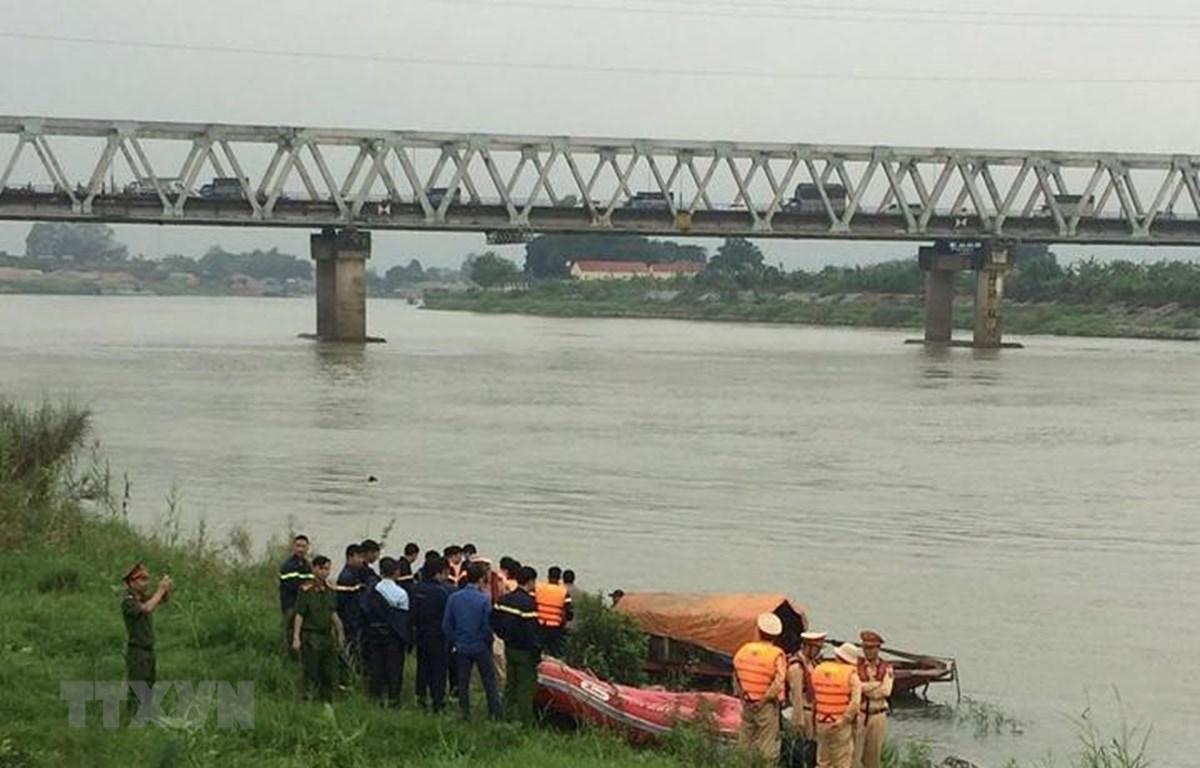Tin tức pháp luật mới nhất ngày 16/4/2019: Lộ nguyên nhân bất ngờ vụ nữ sinh lớp 12 nhảy cầu tự tử ở Bắc Ninh - Ảnh 1
