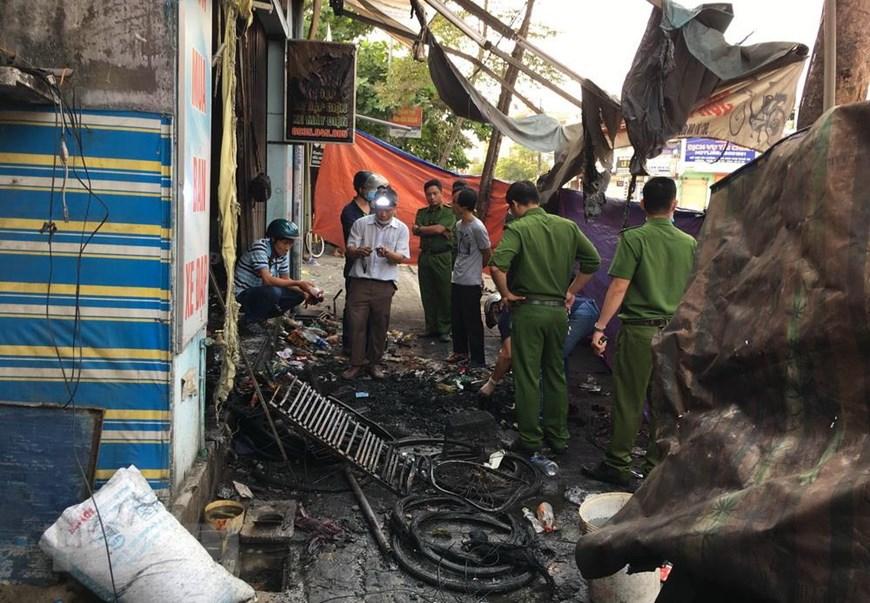 Bố mẹ cùng con gái tử vong trong căn nhà bốc cháy: Thi thể 3 nạn nhân nằm trên gác lửng - Ảnh 1