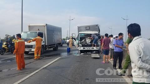Ôtô tải tông thẳng đuôi xe cẩu: 2 tài xế tử vong, phụ xe bị húc bay qua dải phân cách - Ảnh 2