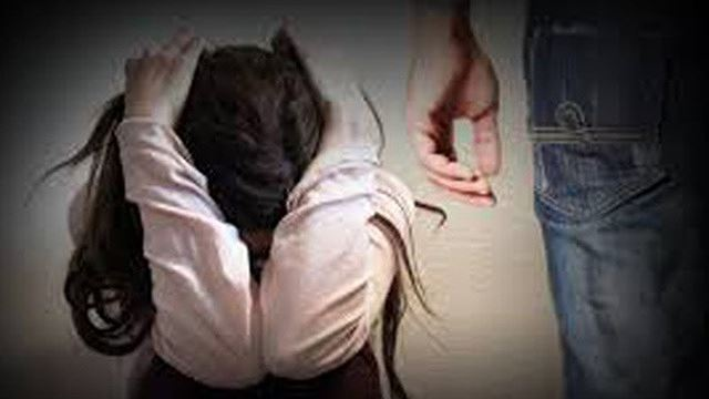 """Bắt tạm giam """"yêu râu xanh"""" 52 tuổi nghi nhiều lần hiếp dâm bé gái lớp 5 - Ảnh 1"""