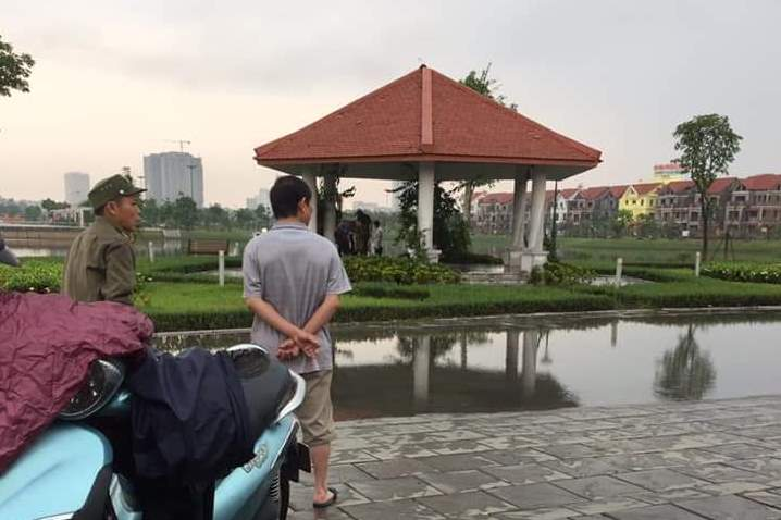 Vụ thi thể người đàn ông bên vệ cỏ ở Bắc Ninh: Nghi phạm bị bắt khi đang trốn tại nhà nghỉ - Ảnh 2