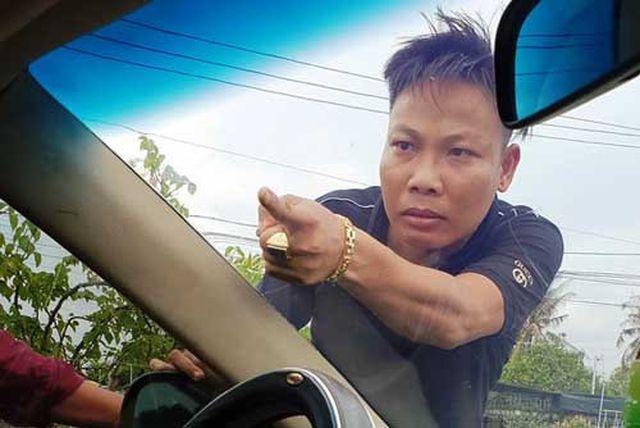 Vụ giang hồ xăm trổ vây xe chở công an ở Đồng Nai: Lộ diện nghi can thứ 3 - Ảnh 3