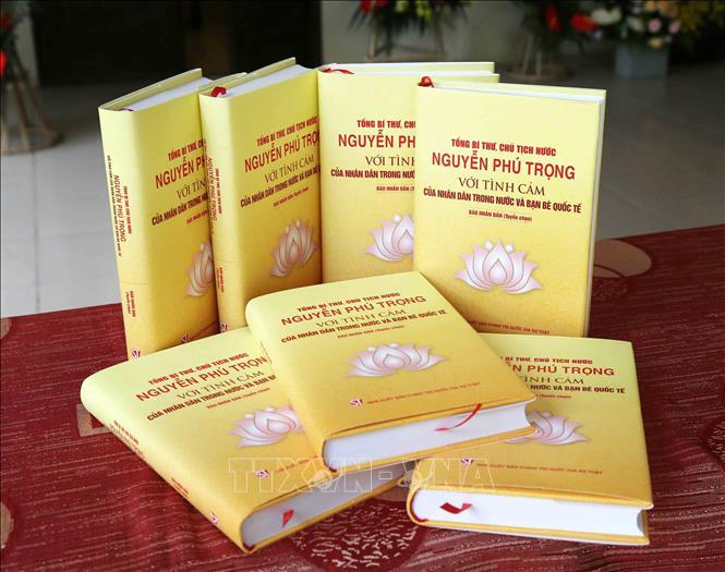 """Ra mắt sách """"Tổng Bí thư, Chủ tịch nước Nguyễn Phú Trọng với tình cảm của nhân dân trong nước và bạn bè quốc tế"""" - Ảnh 1"""