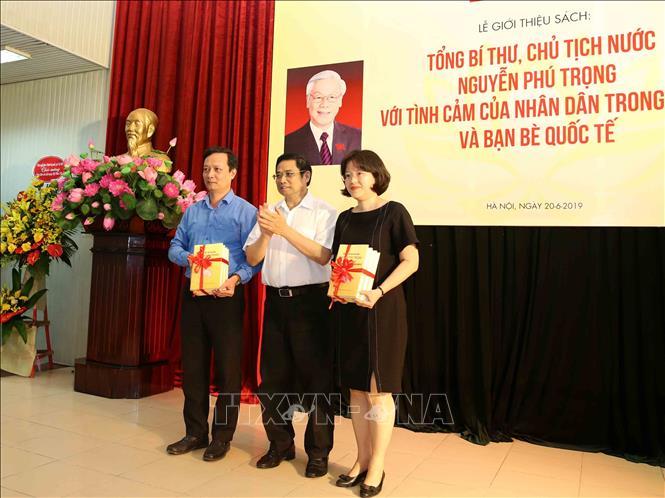 """Ra mắt sách """"Tổng Bí thư, Chủ tịch nước Nguyễn Phú Trọng với tình cảm của nhân dân trong nước và bạn bè quốc tế"""" - Ảnh 6"""