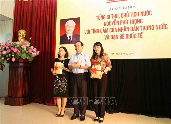 """Ra mắt sách """"Tổng Bí thư, Chủ tịch nước Nguyễn Phú Trọng với tình cảm của nhân dân trong nước và bạn bè quốc tế"""" - Ảnh 7"""