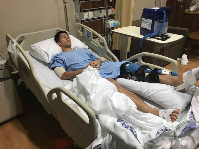 Trung vệ Đình Trọng phẫu thuật thành công tại Singapore - Ảnh 1