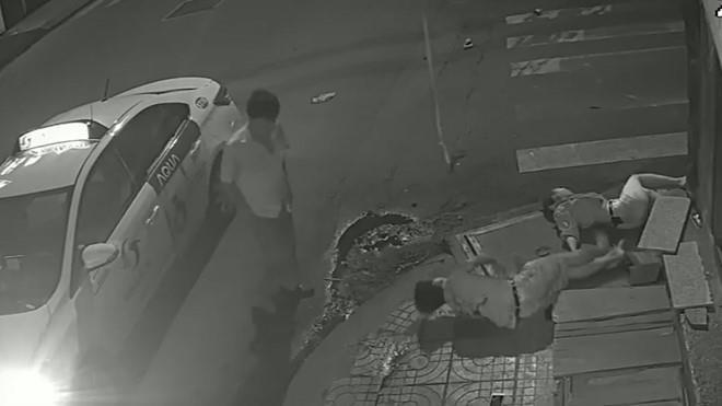 Bỏ mặc nạn nhân sau tai nạn kinh hoàng, tài xế taxi Vinasun bị đình chỉ công việc - Ảnh 2