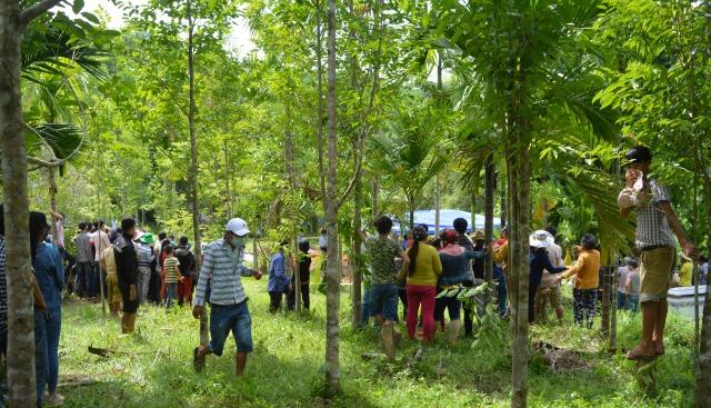 Bình Dương: Phát hiện thi thể đang phân hủy trong tư thế quỳ gối ở rừng cây - Ảnh 1