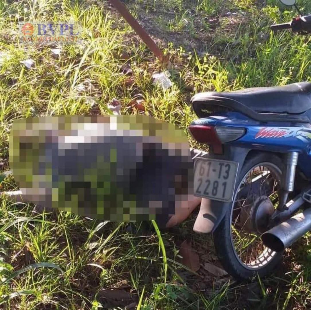 Người đàn ông chết bí ẩn bên đường cạnh xe máy ở Bình Dương - Ảnh 1