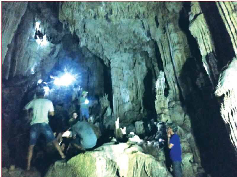 4 người dân bất ngờ phát hiện hang động nhũ thạch tuyệt đẹp trong lúc đi rừng - Ảnh 1