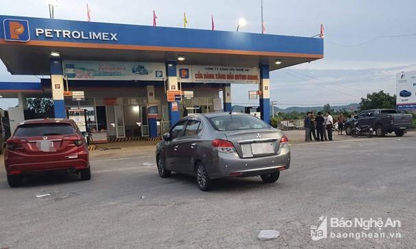 Vụ nữ nhân viên cây xăng bị sát hại ở Nghệ An: Trích xuất camera lộ diện thông tin nghi phạm - Ảnh 1