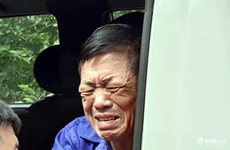 """""""Ông trùm"""" bảo kê chợ Long Biên Hưng """"kính"""" bật khóc khi lên xe thùng - Ảnh 1"""
