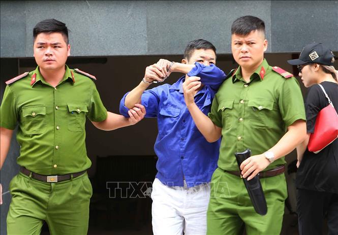 """Trùm bảo kê chợ Long Biên Hưng """"kính"""" lấy tay che mặt hầu tòa, phiên xử đột ngột hoãn - Ảnh 1"""