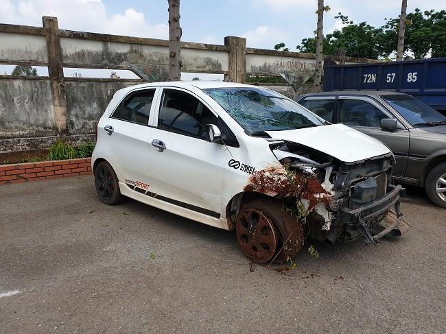 Dựng lại hiện trường vụ Thiếu tá CSGT lái ôtô tông chết người trên quốc lộ - Ảnh 2