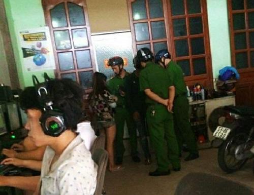 Vụ con rể phát hiện mẹ vợ chết trong phòng trọ: Ập vào quán internet tại Đồng Nai, bắt đôi nam nữ nghi phạm - Ảnh 1
