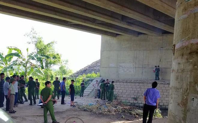 Vĩnh Phúc: Cảnh sát dùng máy bơm hút nước, đưa thi thể người đàn ông lên bờ - Ảnh 1