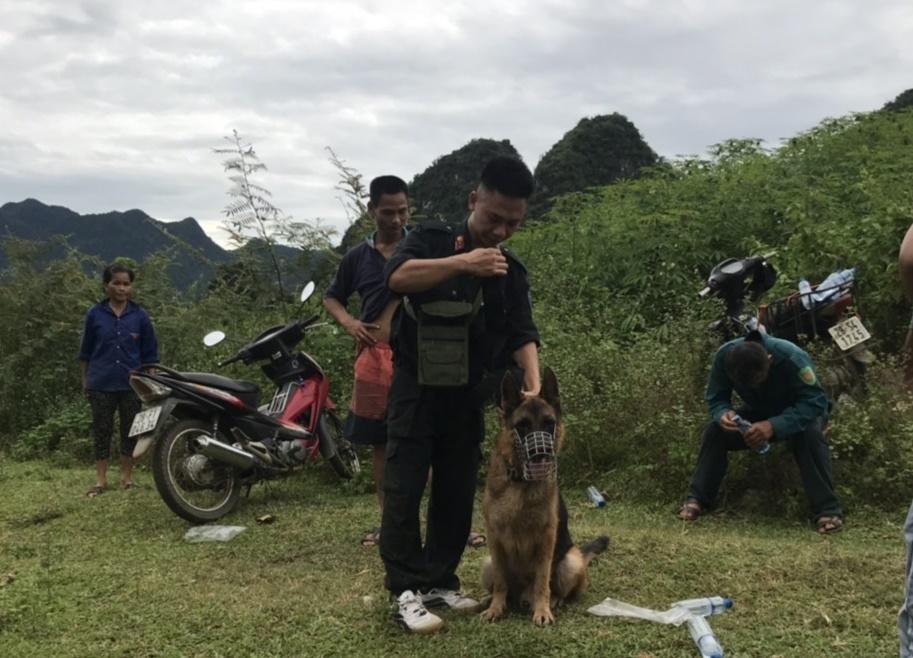 Vụ chồng sát hại vợ rồi bỏ trốn vào rừng sâu ở Hòa Bình: Tiết lộ bất ngờ về nghi phạm - Ảnh 1