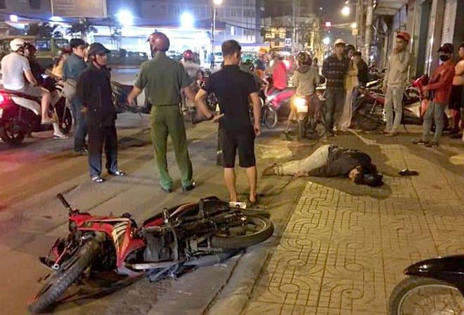 Tin tức pháp luật mới nóng nhất hôm nay 27/7/2019: Tên cướp bị dân vây bắt sau khi đâm thanh niên chạy SH - Ảnh 1