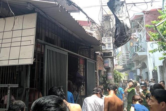 Vụ nổ lớn ở nhà dân, một phụ nữ tử vong: Phát hiện vật lạ bị cháy đen mắc trên dây điện - Ảnh 2