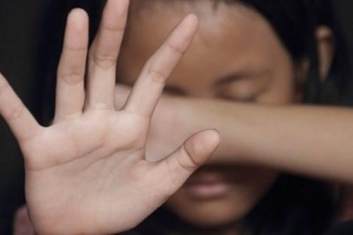 """Lời kể hãi hùng của bé gái 15 tuổi tố bị bác sĩ thẩm mỹ xâm hại: """"Tại sao khám mũi lại cởi áo?"""" - Ảnh 1"""