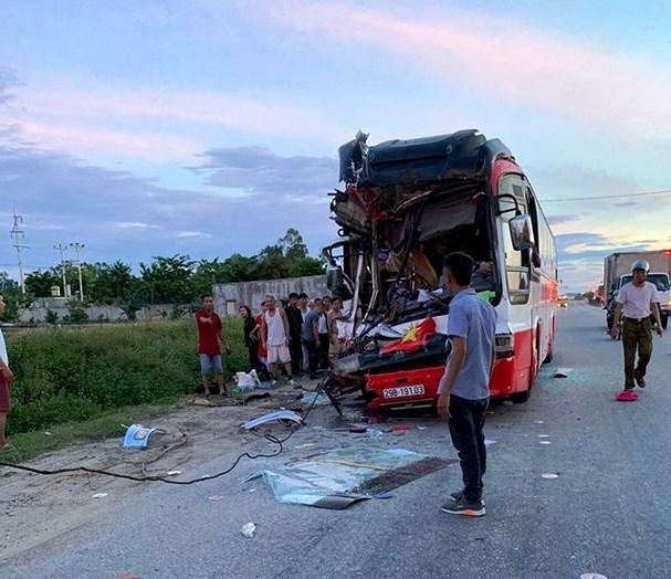 Vụ xe du lịch đâm xe container: 14 nạn nhân được chuyển ra Hà Nội điều trị - Ảnh 2