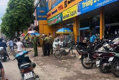 Hà Nội: Điều tra vụ nhân viên bảo vệ Điện máy Xanh bất ngờ bị chém gục - Ảnh 1