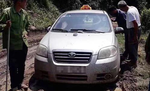 Vụ tài xế taxi nghi bị 3 người Trung Quốc sát hại: Cuộc gọi của ông lái đò hé lộ tung tích 3 nghi phạm - Ảnh 2