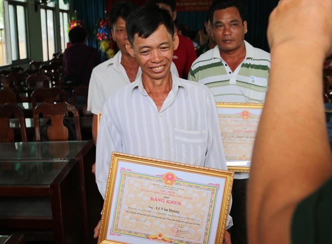 Khen thưởng 9 thuyền viên Tiền Giang cứu 22 ngư dân Philippines gặp nạn - Ảnh 1