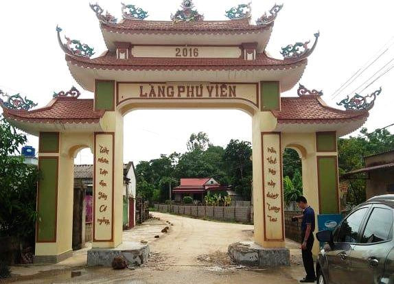 """Vụ dân đánh trống, bao vây nhóm côn đồ phá cổng làng ở Thanh Hóa: Tạm giữ xe sang biển số """"khủng"""" - Ảnh 2"""