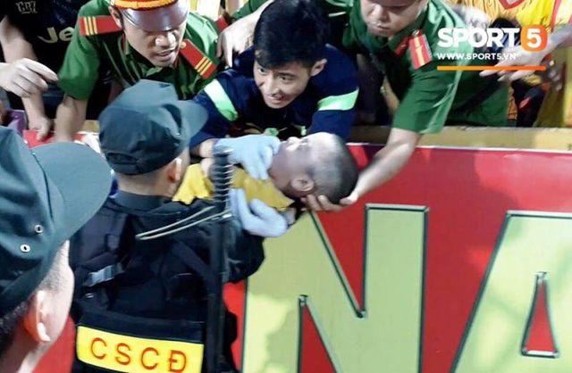 Người đầu tiên phát hiện bé trai co giật trên sân Thiên Trường kể lại giây phút nghẹt thở - Ảnh 1