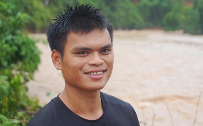 """""""Người hùng trong lũ"""" Phạm Bá Huy: """"Nếu được chọn lại, tôi vẫn chọn nhảy xuống dòng lũ dữ cứu người"""" - Ảnh 1"""