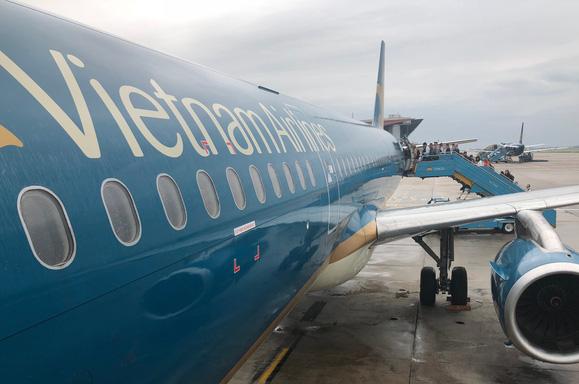 Va chạm với chim ở vận tốc hơn 400km/h, máy bay Vietnam Airlines bị móp mũi, hỏng radar - Ảnh 1