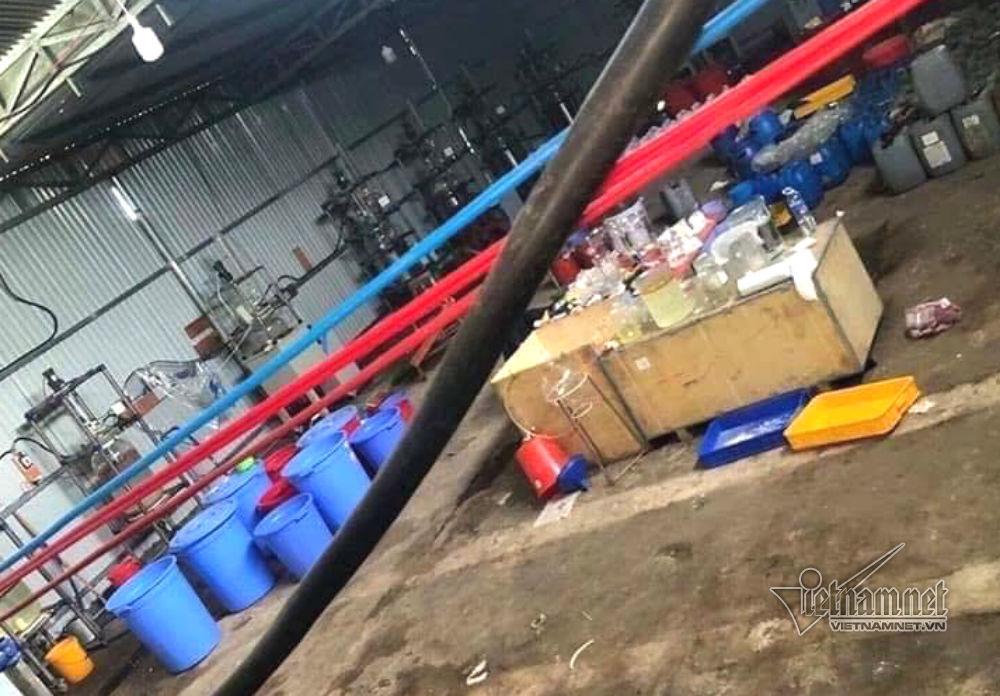 """Bộ Công an đột kích """"xưởng"""" sản xuất ma túy cực lớn ở Kon Tum, thu 13 tấn tiền chất - Ảnh 2"""