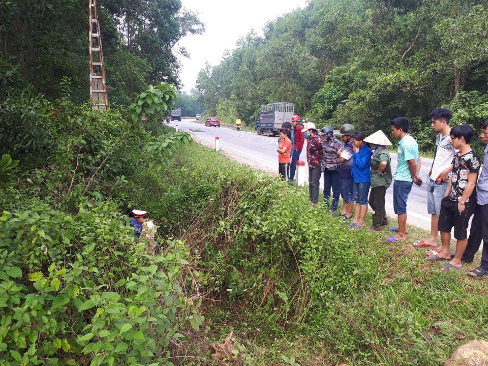 Hiện trường vụ thi thể người đàn ông cùng xe máy dưới hố sâu ở Hà Tĩnh - Ảnh 1