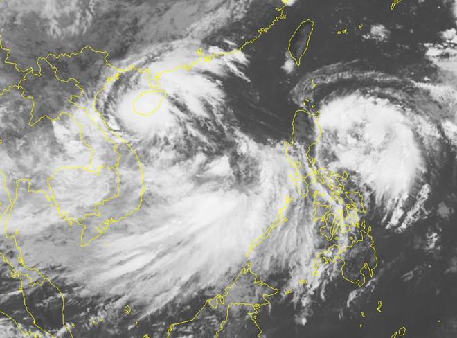 2 áp thấp nhiệt đới cùng hoành hành trên Biển Đông: Chuyên gia khí tượng nói gì? - Ảnh 1