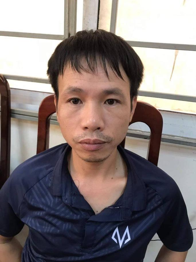 Bắt tạm giam thanh niên Nam Định bắn pháo sáng trên sân Hàng Đẫy - Ảnh 2