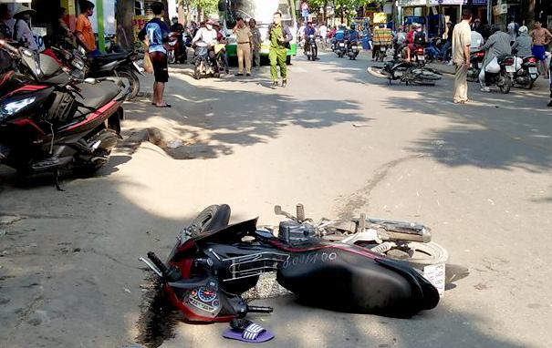 Hà Nội: Xe máy bất ngờ gặp nạn, 3 mẹ con tử vong thương tâm - Ảnh 1