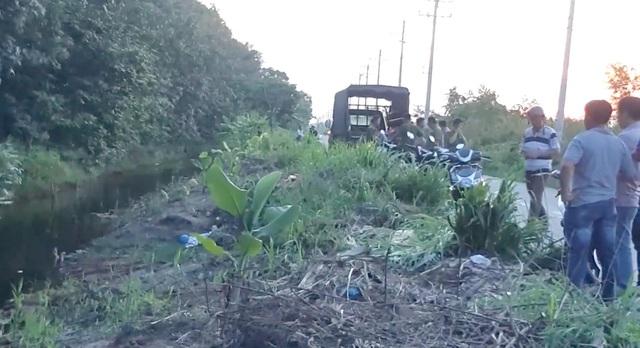 Vụ thi thể tài xế xe ôm có nhiều vết đâm ở bờ kênh: Truy tìm nghi can mặt rỗ có mụn - Ảnh 1