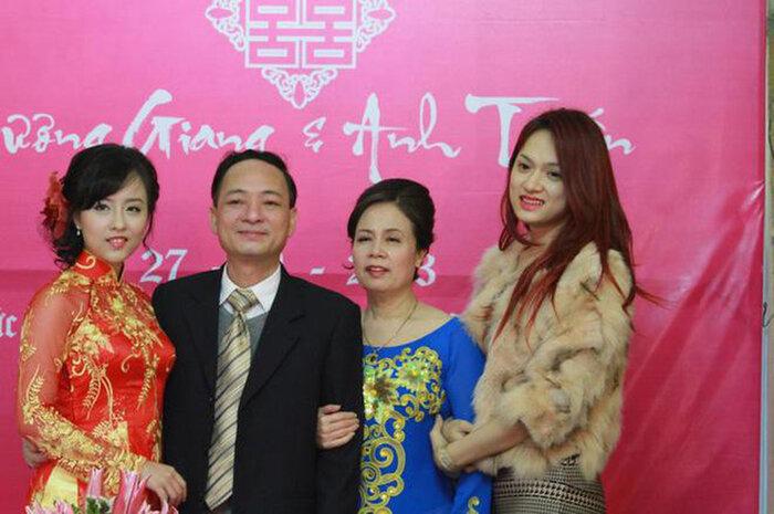 """Nhan sắc như minh tinh TVB của chị gái ruột cho Hương Giang """"mượn thân phận"""" làm nghệ danh - Ảnh 2"""