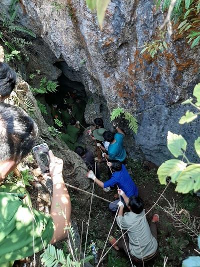 Vụ đi tìm đá quý, thanh niên 19 tuổi rơi xuống hang sâu 147 mét: Tìm thấy thi thể nạn nhân - Ảnh 1