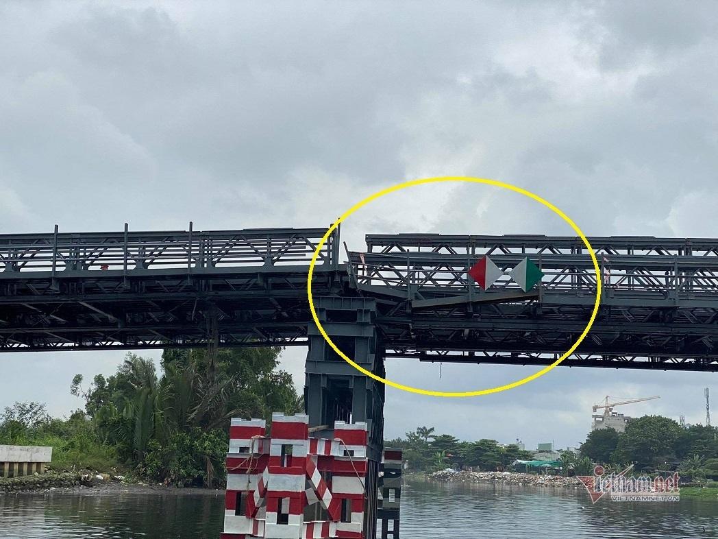 Tin tai nạn giao thông mới nhất ngày 17/10/2020: Sà lan tông lệch nhịp cầu 80 tỷ ở Sài Gòn - Ảnh 1